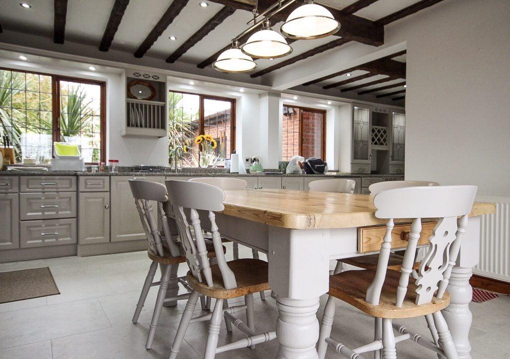 Kitchen cabinet painter, bedfordshire. kitchen painter. hand painted.