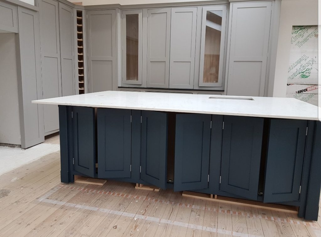 Blue island units, hauge blue kitchen, kitchen cabinet painter, worsted kitchen, mide grey kitchen, kitchen colours, grey colour for kitchen