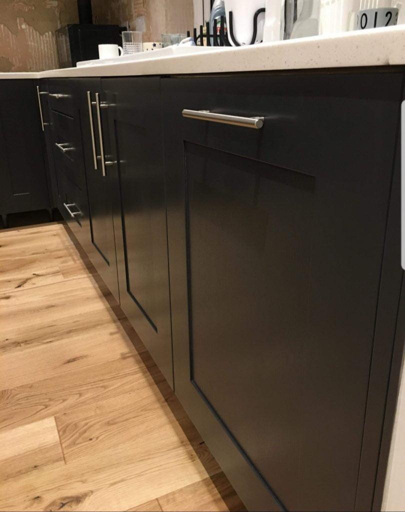 dark base units, black kitchen units
